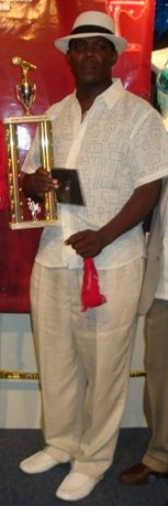 Frosty Brooks NY Calypso Monarch 2009 with his trophy v2